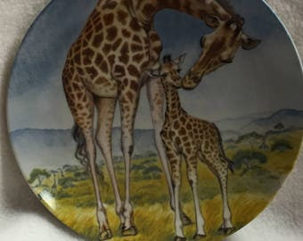 Knowles Signs of Love - A Kiss for Mother (Giraffe) - Collector Plate (#051)