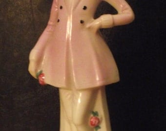 Porcelain 1920s style figurine of a fashionable woman.