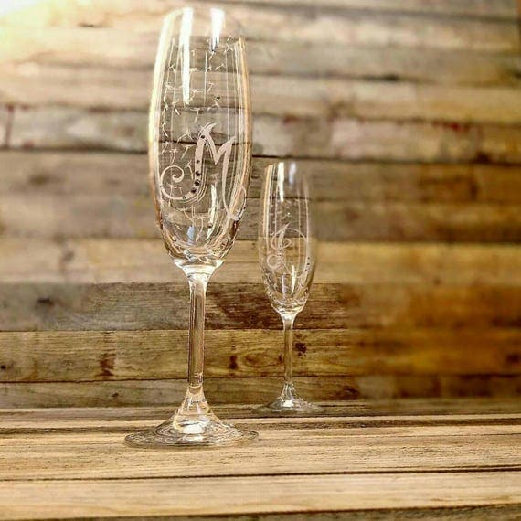 Wedding Gift Ideas For Nature Lovers : Nature lover gift, Toasting Flutes Engraved Dandelion fluff, Handmade ...