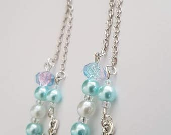 Dangling earrings with snowflake pattern