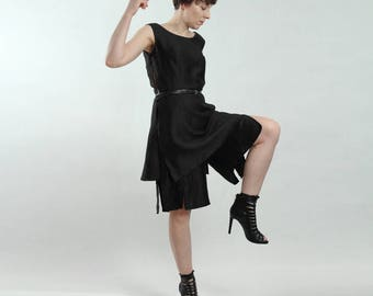 elegant black knee-length trousers with slits, high waist shorts with flared legs