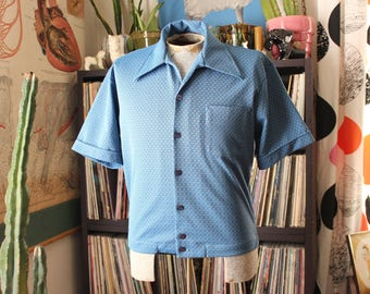 early 70s mens knit shirt, blue button down with square hem