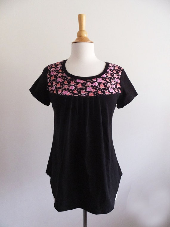 SALE size Medium black short sleeve tshirt pleated blouse with pink floral yoke loose fit tshirt womens black cotton shirt pretty rose print