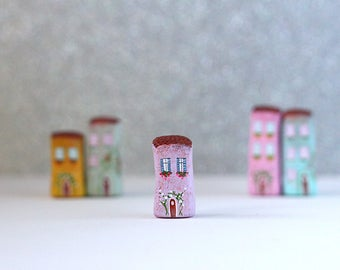 Little Italian home - pastel lilac house with brown roof and pink and white flowers