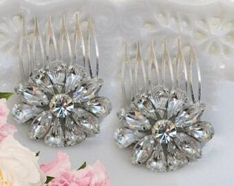 Crystal Wedding comb, Set of 2, Small Bridal clips, Crystal hair brooch, Bridal Hair Comb, Bridesmaid Hair pin, Bridesmaid Gift, Silver comb