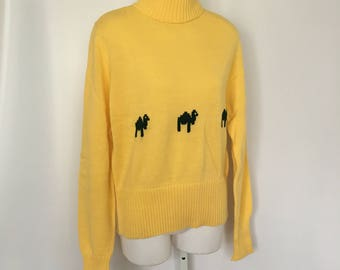Vintage Turtleneck Sweater in Yellow with Forest Green Camel Design 1960's Lamplighter Acrylic Sweater