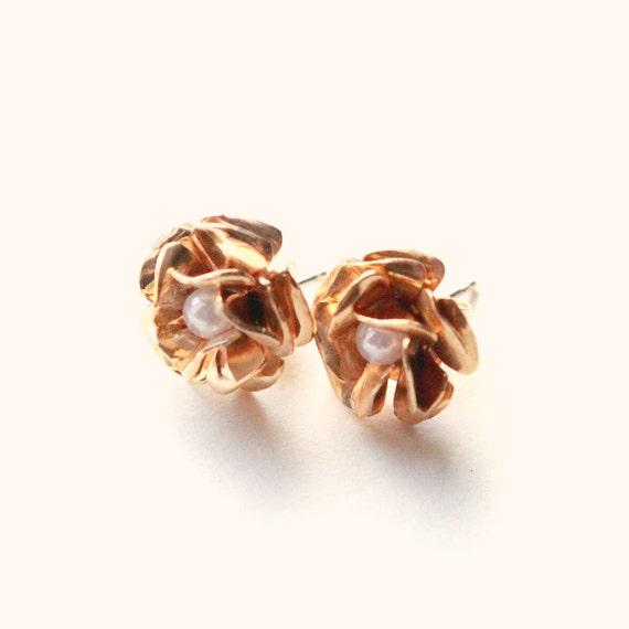 Brass rose earrings, Simple flower post earrings, Gold rose earrings, Simple flower earrings, Pierced ears, Small golden roses, Pearl center