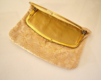 50s 60s gold brocade clutch / gold lame purse / gold makeup bag / gold metallic kiss clasp