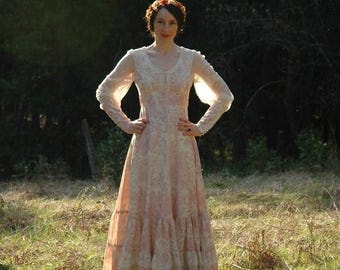 Size XXS... Vintage Gunne Sax Dress... Super Romantic English Country Scene... The Ultimate in Romance