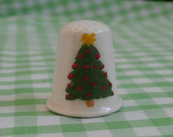 Vintage Christmas Themed Thimble, Christmas Tree on Front, Made of Ceramic