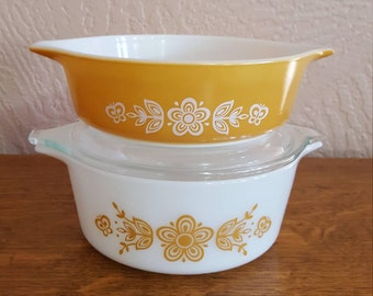 Pair of Pyrex Casseroles with One Lid in Butterfly Gold 1 1/2 Pt. and 1 Pt. Size - Oak Hill Vintage