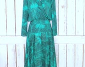 RESERVED/ON HOLD - Vintage green leaf foliage print long sleeve midi dress/forest print dress