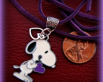 SNOOPY (PEANUTs Character) Pendant Jewelry - Darling Snoopy the dog Holding Heart