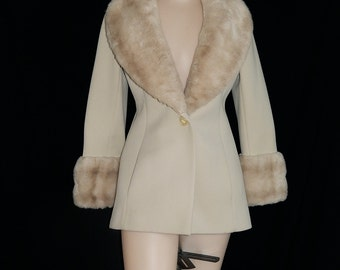 Elegant Lilli Ann vintage 60s 70s beige cream knit jacket large faux mink fur collar bombshell pin up fitted mod princess coat new look M/L