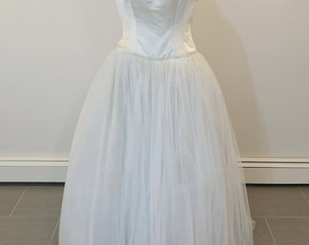 Gorgeous Carmela Sutera wedding dress size 4