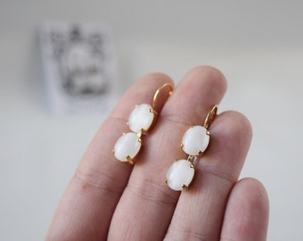 White Moonstone Earrings, Vintage Glass Moonstone, Moonglass Earrings, White Glass Moonstone, Opaline Earring, Vintage Stones, White Earring