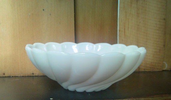 Vintage White Glass Bowl / Hazel Atlas Bowl / Swirl Pattern Glass Bowl / Platonite