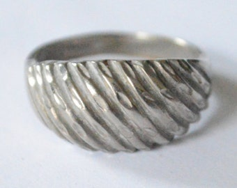 SALE Vintage Sterling Silver Size 9 Etched Modern Dome Style Band