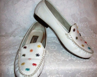 Vintage Ladies White Leather Loafers Slip On Flats by Bellini Sport Size 7 1/2 Only 5 USD