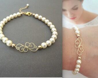 Gold pearl bracelet - Brides bracelet, Classic, Feminine, Gold Wedding bracelet, Swarovski pearl bracelet, Wedding jewelry, KAY