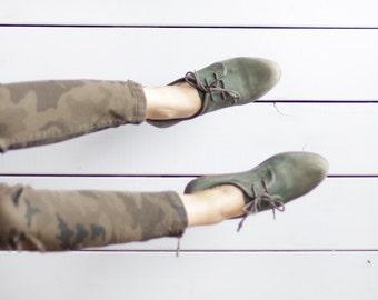 Vintage khaki green soft leather simple minimalist flat low heel lace up shoes 40 9