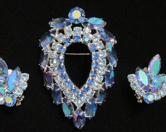 """1960's D & E For Sara Conventry """"Blue Lagoon"""" Aurora Borealis Brooch And Earring Set - Signed"""
