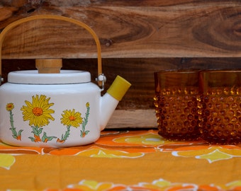 Cute enamel tea pot mid century sunflower white with wood handle and rubber spout protector