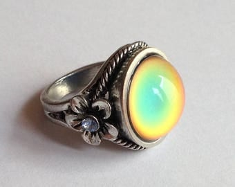 Flower Mood Ring - Antique Brass - 16 mm - color changing AAA deluxe