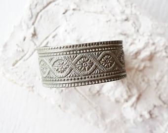 Chunky Silver Heavyweight Ornate Stamped Cuff Bangle/Bohemian Cuff/Boho Chic/Tribal Floral/Cuff Bracelet/India/Tibetan Gypsy Lace/Ethnic