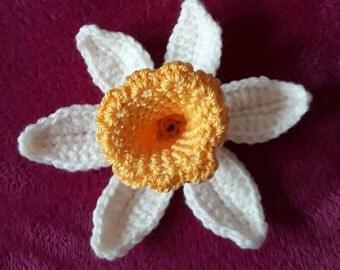 Crochet Daffodil flower brooch-ladies handmade flower brooch/pin back/corsage-daffodil accessorie