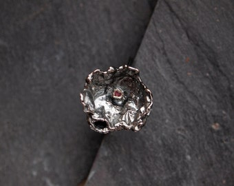 Unique silver ring with pink Sapphire stone, Oxidized silver ring, Freeform statement ring, Exotic flower ring, September birthstone