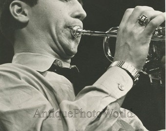 Man playing trumpet vintage trumpeteer music photo