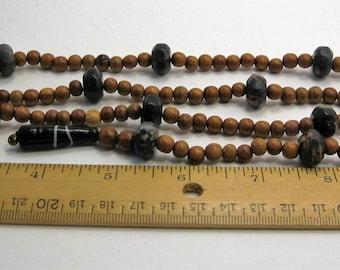 Prayer beads: Hardwood, petrified jasper (linear, 10 decades) 5074