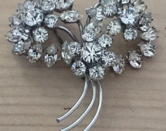 Large vintage rhinestone flower design brooch