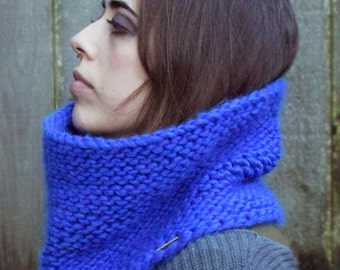 THE MINI MARGEAUX \\ Chunky Hand Knit Cowl \\ Winter Accessory \\ Infinity Scarf \\ Neckwarmer \\ Made To Order