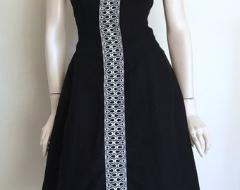 Lovely 40s 50s Black Irish Linen Embroidered  Day Dress / Large