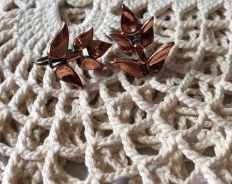Vintage 1950s 1960s Earrings Screw Back Copper Unsigned Lightweight Leaf Leaves Design