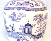 Beautiful Antique Chinoiserie Chinese Pattern Blue and White Ginger Jar Vase, Lovely Stylish Design, Decorative Piece, Rich Blue Color, Old
