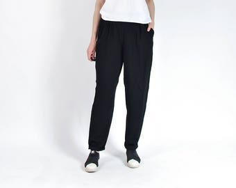 80s Black Minimalist Lightweight Viscose Mom Pants / Size L