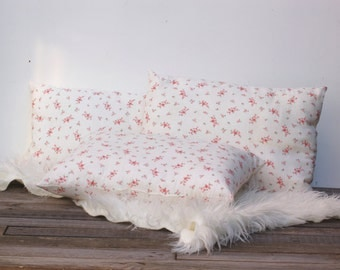 Lot de trois coussins en tissu ancien à petites fleurs roses Frenchvintagecharm pillow, coussin beige à fleurs