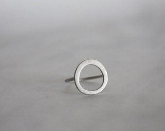 Circle ring, open circle ring, karma rimg, organic look circle ring, geometric ring, minimalist ring, modern ring, contemporary ring