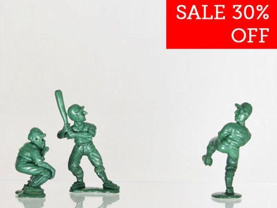 SALE 30% Off - 28mm Baseball Diorama Miniature Sculpts  -  3x Kneadatite Master Figurines