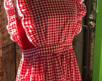 Vintage full length gingham apron with ruffles and white eyelet lace trim / Design Home / late 50's early 60's / two ties in back