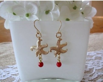 Red Coral and Starfish Earrings, Gold Starfish Earrings, Red Earrings, Gold Earrings, Ocean Earrings, Summer Earrings