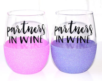 Best Friend Glitter Wine Glasses // Best Friend Gifts // BFF Gift // Sister Gift // Friendship Gift // Unique Gift Idea // Partners in Wine