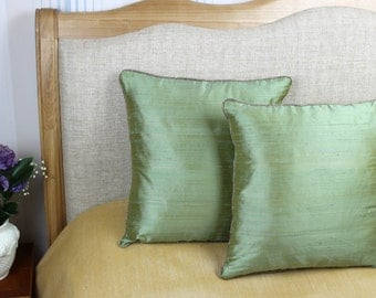 Decorative green coloured 100% pure silk cushion / pillow cover 16 x 16 inch
