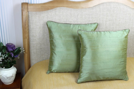 Decorative green coloured 100% pure silk cushion / pillow cover 16 x 16 inch