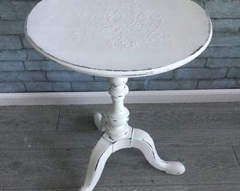White Round Accent Table ~ French Motif End Table ~ Side Table ~ Pedestal Table ~ Tripod Base ~ Spindle Design ~ White-on-White ~ Distressed