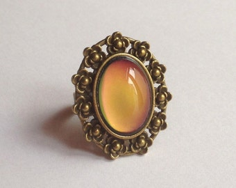 Mood Ring Color Changing Stone Liquid Crystal Vintage Antique Brass