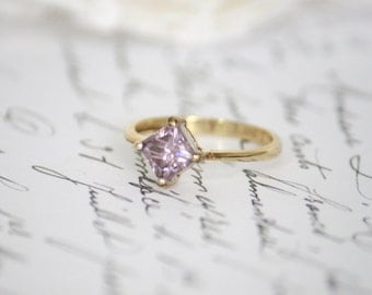 1.08ct Mauve/Pink Princess Cut Moissanite Solitaire Ring, Compass Set, Yellow Gold